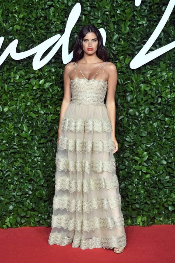 Sara-Sampaio-at-British-Fashion-Awards-2019